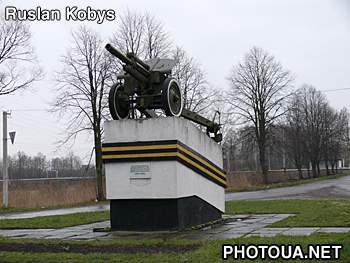 Kovel. Volyn region. 122 mm howitzer of standard 1938. Monument in honour  of victory in the second world war.