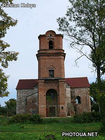 Holoby Roman-Catholic church of St. Michael (1728)